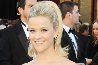 Reese Witherspoon frisyr Oscars 2011